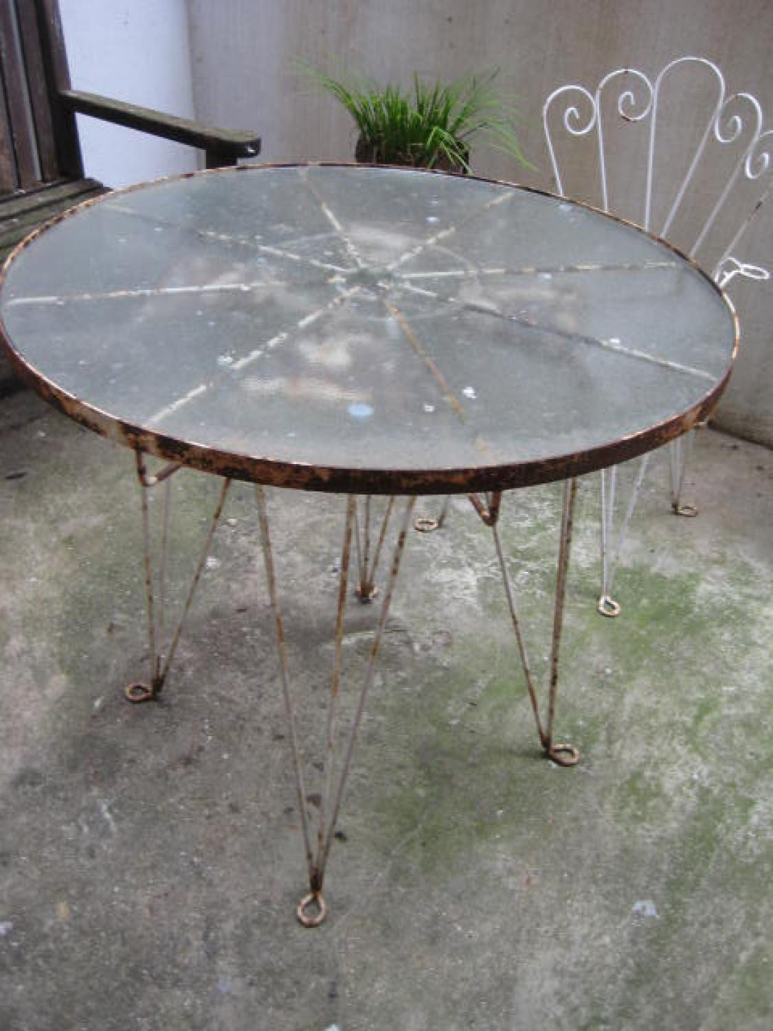 wrought iron garden table/chairs